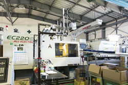 ELECTROMOTIVE INJECTION MOLDING MACHINE 220t